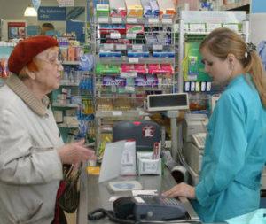Половина россиян выбирают лекарства по совету знакомых