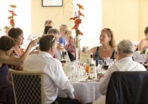 Торговля алкоголем на домашнем банкете останется тайной